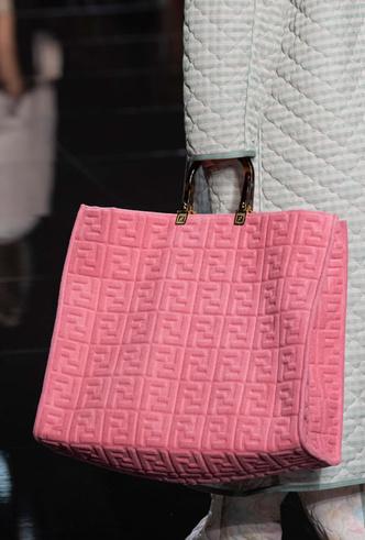 Фото №29 - Самые модные сумки весны и лета 2020