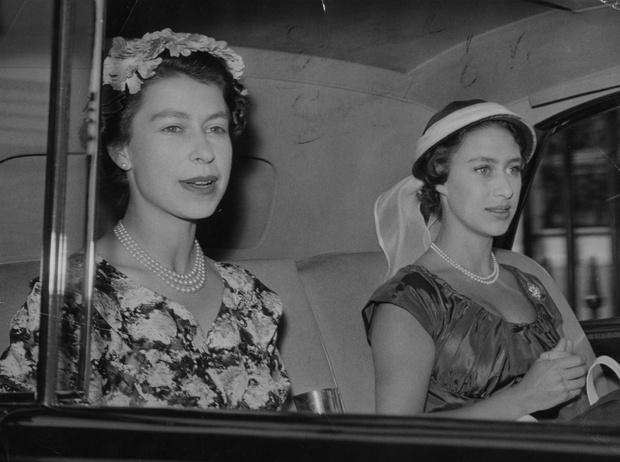 Фото №1 - Лилибет и Марго: подлинная история непростых отношений Королевы и ее младшей сестры
