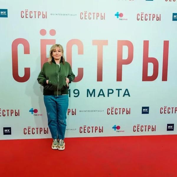 Фото №4 - Как одеты Боярская, Гринева, Лоуренс: разбирает стилист