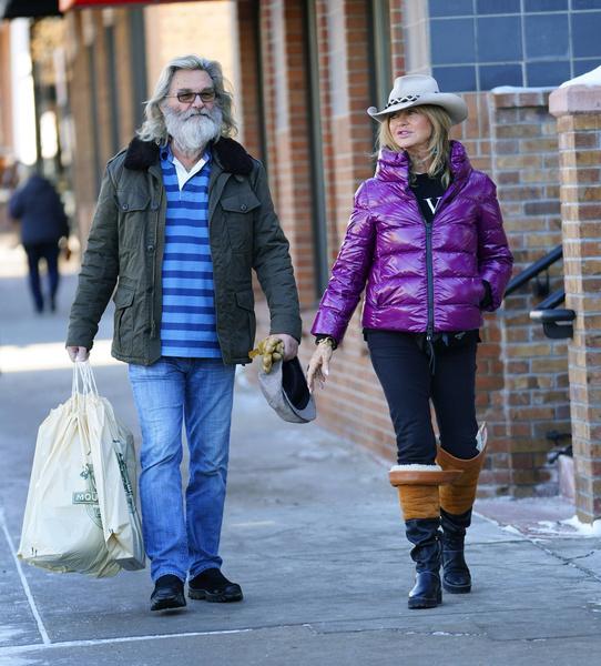 Курт Рассел на пять лет моложе жены, но выглядит старше, чем она