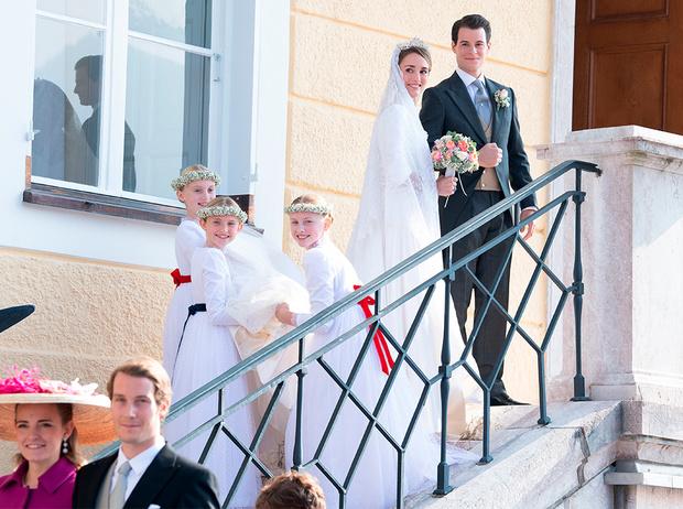 Фото №1 - Баварская принцесса Софи вышла замуж в копии платья Меган Маркл