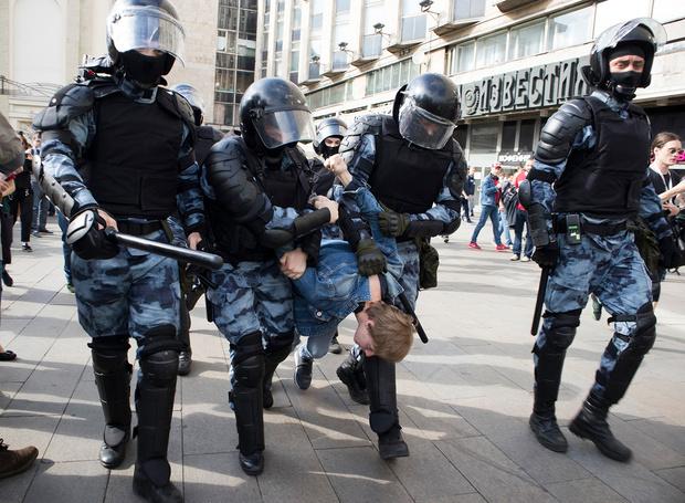 Фото №1 - Десятки священников написали письмо в защиту арестованных на акциях протеста. РПЦ это не понравилось