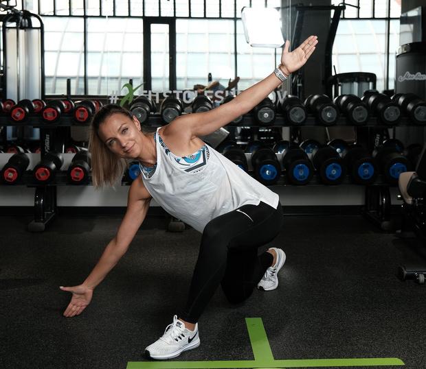 Фото №6 - Как избавиться от «ушек» на бедрах: упражнения на 5 минут