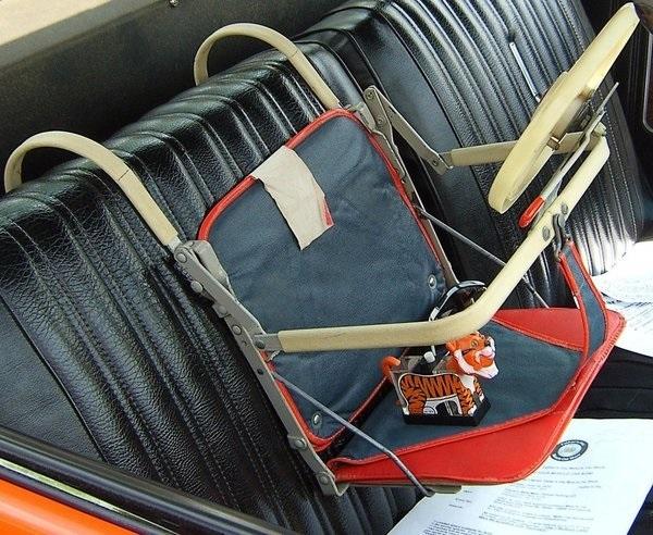 Фото №12 - «Дорогая, я пристегнул детей!»: какими были детские кресла полвека назад (12 странных приспособлений)