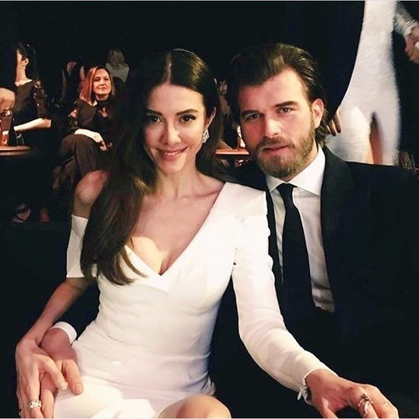 Фото №1 - Как выглядят жены самых красивых турецких актеров