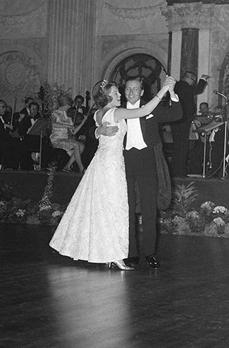 Фото №2 - Первый свадебный танец: маленькая история любви