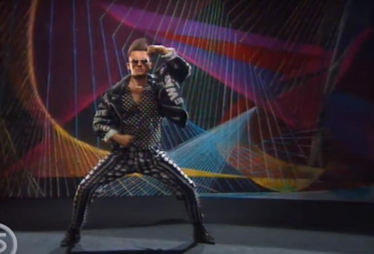 Фото №1 - Видео из 1992 года: Сергей Лемох учит молодежь модному танцу