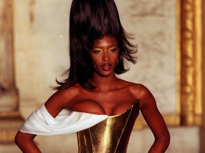 Фото №8 - 14 культовых показов за всю историю Недели Моды в Париже