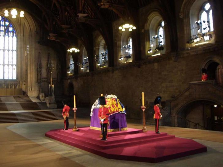 Фото №6 - 5 важных традиций Виндзоров, связанных с похоронами членов королевской семьи