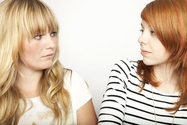 Фото №1 - Вопрос дня: Что делать, если подруга слишком часто указывает на твои недостатки?