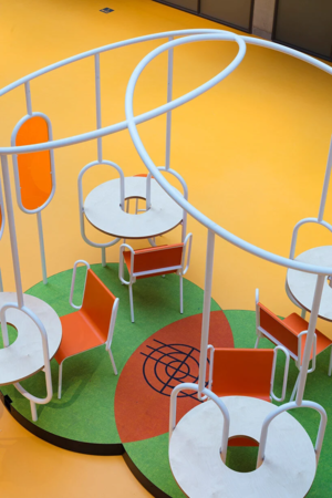Фото №9 - Яркая мебель Матали Крассе в атриуме по проекту Ренцо Пьяно