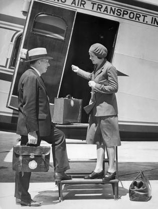 Фото №2 - Мода высокого полета: дизайнеры в поисках идеальной стюардессы