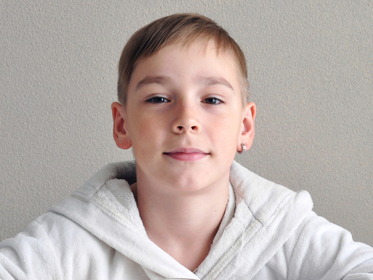 ребенок просит проколоть ухо, ребенок просит сделать тату, как отговорить ребенка от пирсинга, тату