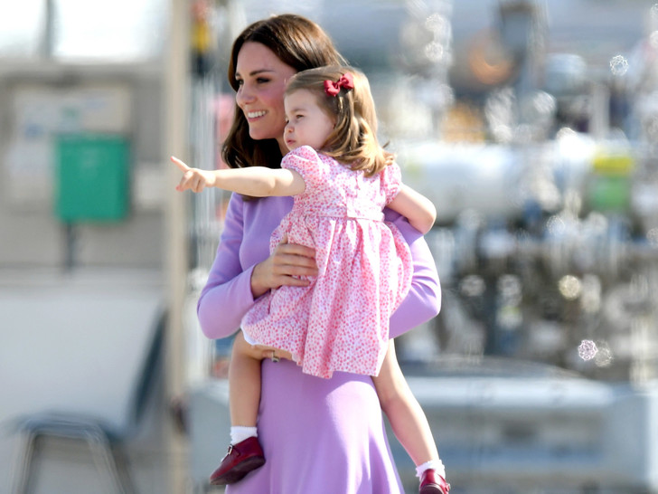 Фото №1 - Просто мама или будущая королева: какая роль комфортнее для герцогини Кейт (и почему)