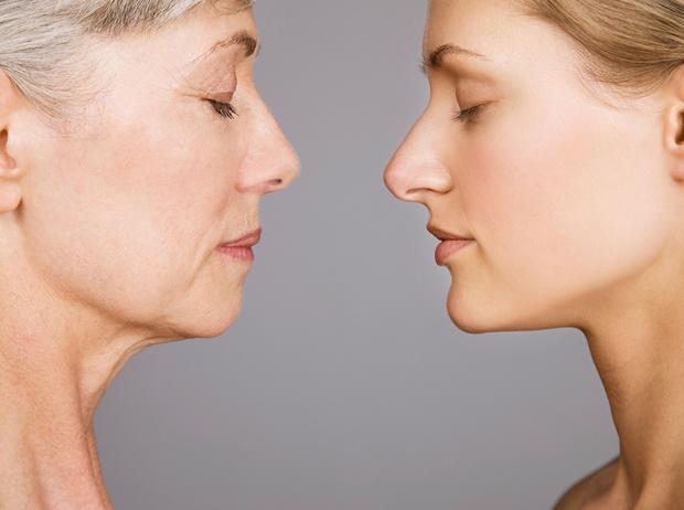 Фото №1 - Приметы возраста: части тела, которые стареют прежде всего (и как с этим бороться)