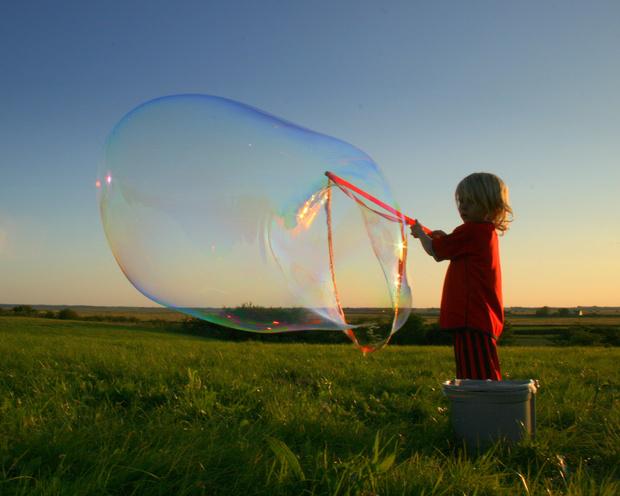 Фото №1 - Как сделать мыльные пузыри в домашних условиях