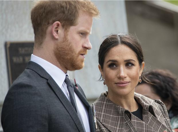 Фото №3 - «Они скоро разорятся»: Гарри и Меган близки к банкротству?