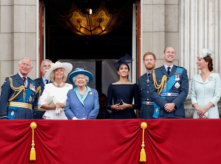 Фото №1 - Деньги и власть: сколько зарабатывает королевская семья Великобритании (и сколько она стоит)