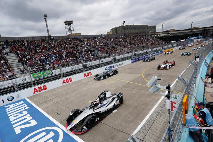Фото №4 - Автогонки будущего: в гостях у Jaguar Racing на «Формуле E»
