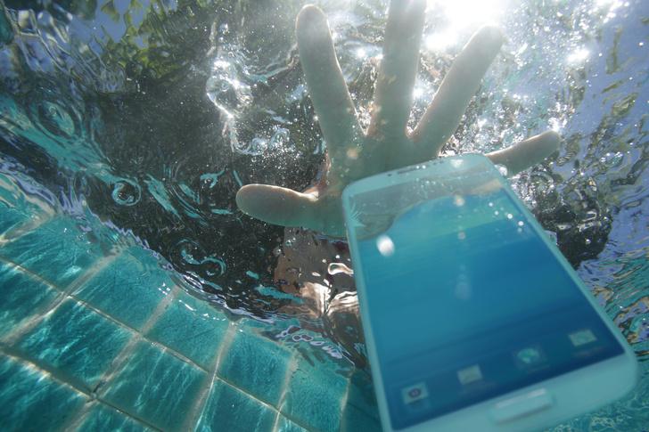 Фото №6 - Need Help: Телефон упал в воду. Что делать? 😱