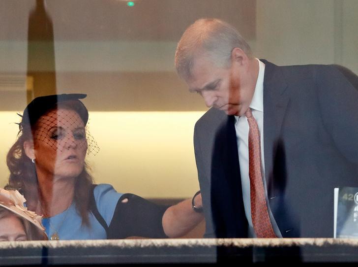 Фото №2 - Звездный час и бремя Сары Фергюсон: что не так с присутствием тети Гарри на его свадьбе