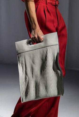 Фото №28 - Самые модные сумки весны и лета 2021