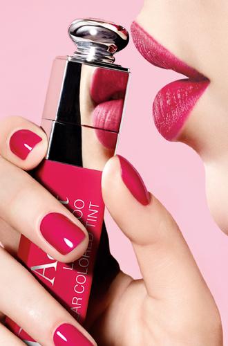 Фото №3 - Уроки татуажа, или что может новая губная помада Addict Lip Tattoo от Dior