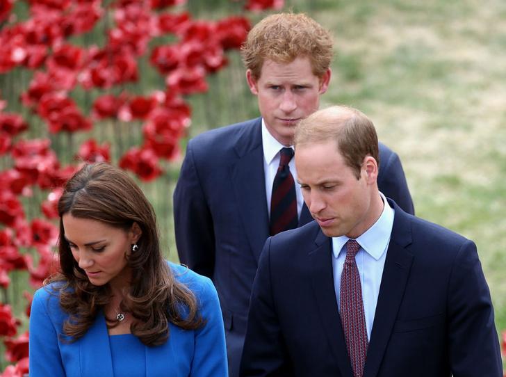 Фото №1 - Третий лишний: что было не так в отношениях Гарри с Уильямом и Кейт