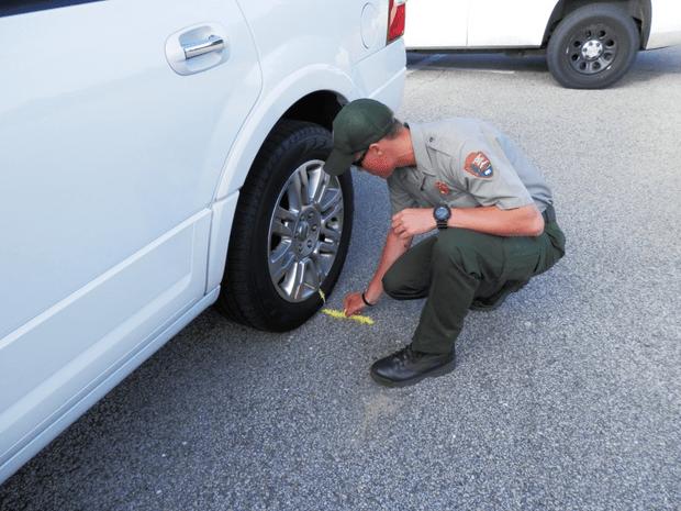 Фото №3 - Почему американская полиция маркирует колеса мелом?