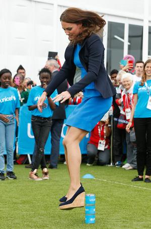 Фото №6 - Спорт на шпильках: герцогиня Меган слишком элегантна?