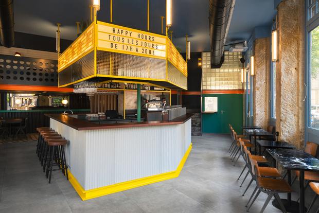 Фото №1 - Яркий бар La Raffinerie в Лионе