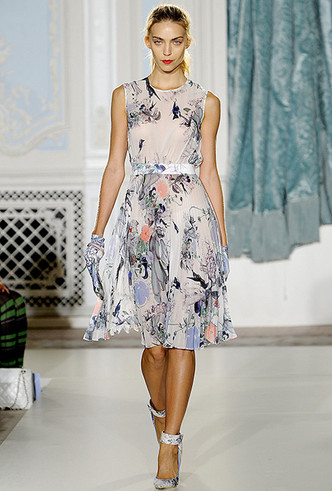Фото №17 - Было/стало: как дизайнеры перешивают свои наряды ради Кейт Миддлтон