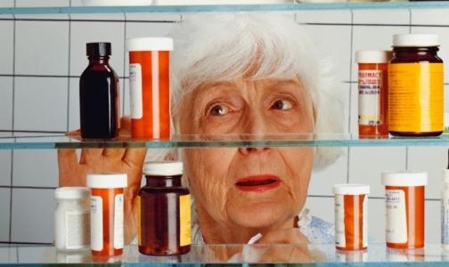 Фото №1 - Фармпросвет: Почему у пожилых лекарства вызывают побочные эффекты без лечебного