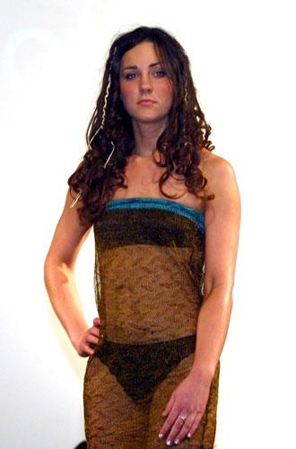 Фото №26 - От Дианы до Рианны: самые скандальные платья в истории моды