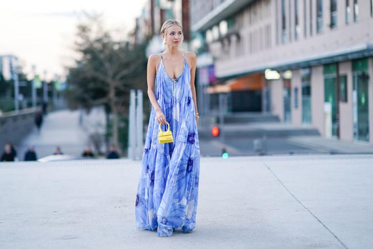 блогер Леони Ханне, прямое закрытое платье из легкой ткани, закрытое платье с рюшами в области груди, платье с опущенной линией талии, прямое и широкое шифоновое платье, мини-платье крупной вязки, широкое платье с декольте, купить платье 2021