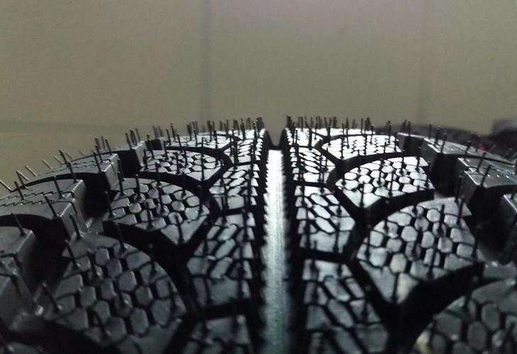 Фото №1 - Почему на шинах делают маленькие резиновые хвостики