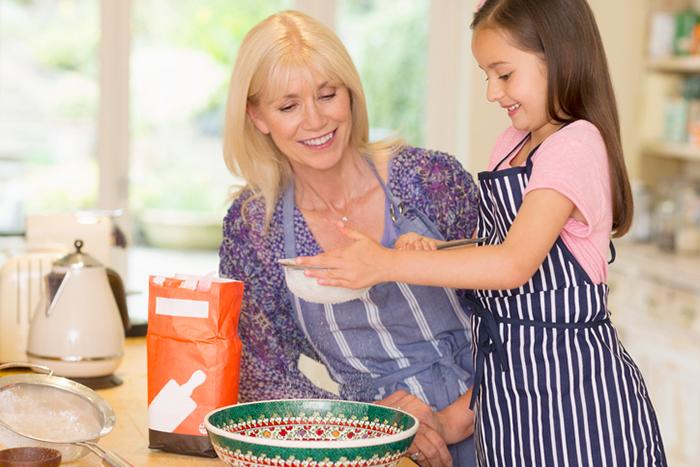 """Фото №3 - """"Какая я вам бабуля?!"""", или когда дети рано дарят внуков"""