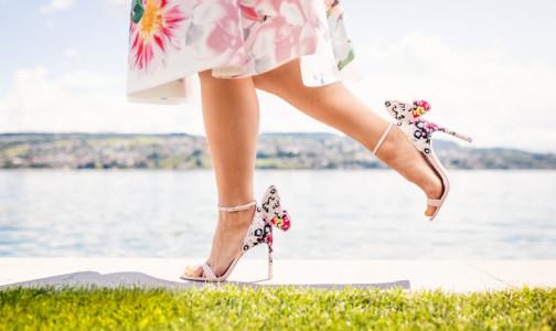 Фото №1 - Как ходить на каблуках весь день, чтобы ноги не устали: 7 лайфхаков