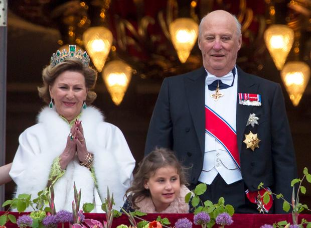 Фото №1 - Забавы королевского двора: самые интересные моменты юбилея Харальда и Сони