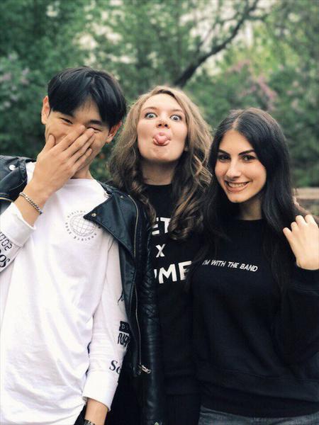 Фото №2 - Привет фанатам и хейтерам: любимые корейцы редакции Elle Girl