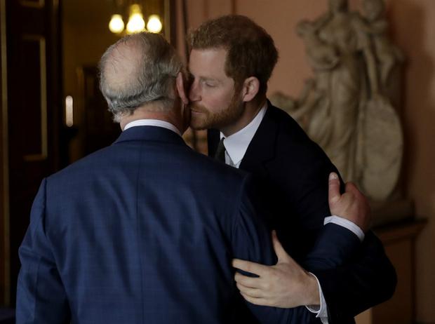 Фото №2 - Меган или Корона: почему Гарри снова придется делать выбор между любовью и долгом