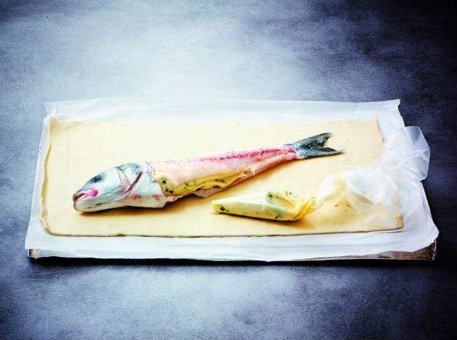 Фото №8 - Рецепт недели: сибас в тесте с соусом «Шорон»