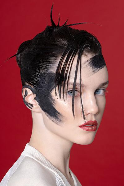 Фото №2 - Смелый макияж для супердевчонок: 3 идеи по мотивам «Капитана Марвел»