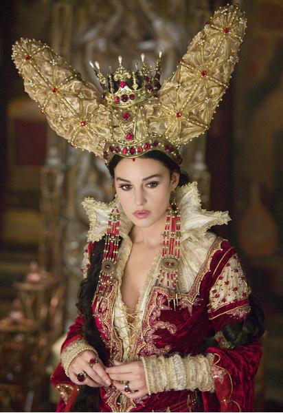 Моника Белуччи – Зеркальная Королева («Братья Гримм»)
