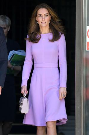Фото №12 - Все оттенки сирени: как королевские особы носят фиолетовый цвет