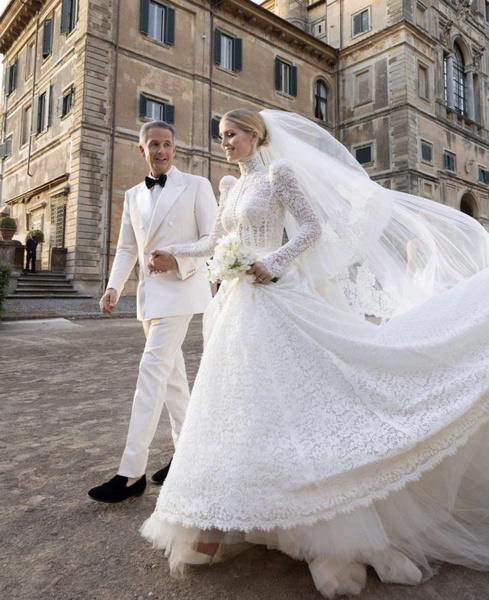 Фото №2 - Девичник в Риме, венчание в палаццо и 5 платьев Dolce&Gabbana: детали «свадьбы года» племянницы леди Ди