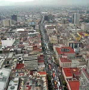 Фото №1 - Грязный воздух Мехико вредит детям больше курения