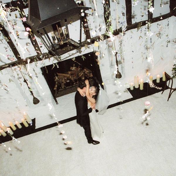 Фото №1 - Скорее смотри! Ариана Гранде поделилась фотографиями с тайной свадьбы 🥰