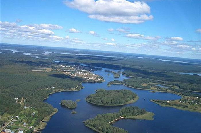Фото №1 - Гляжусь в озера синие: 5 озер России, где стоит провести отпуск