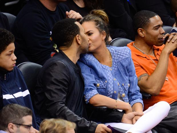 Фото №1 - Поцелуи знаменитостей, за которые становится неловко